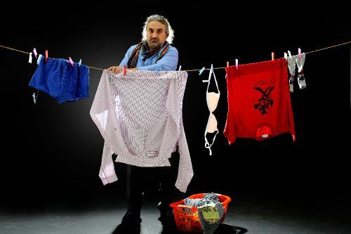 des hommes posent pour d noncer la condition des femmes en turquie mademoiselle istanbul. Black Bedroom Furniture Sets. Home Design Ideas